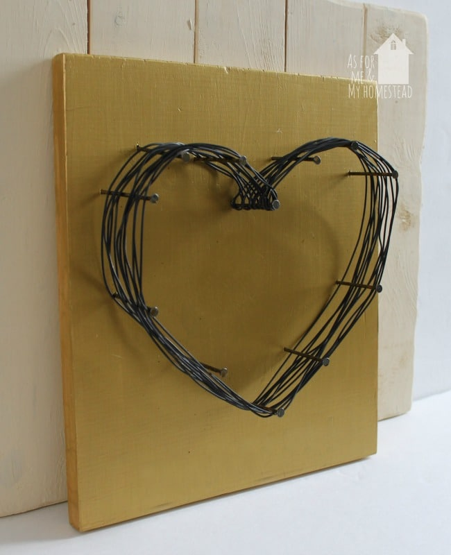 A fun and easy piece of home decor that takes no craft skills. I love how this wire & nail heart decor turned out rustic but beautiful!