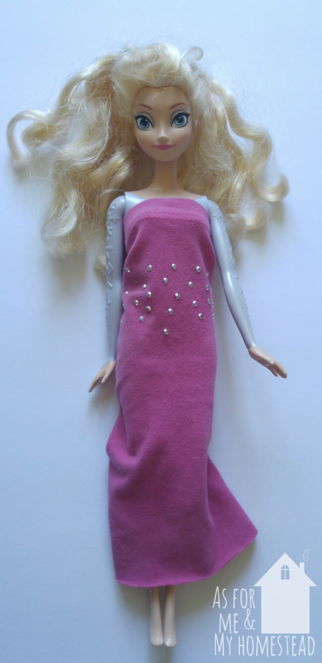 An easy tutorial for upcycled Barbie clothes that even a 7 year old can make!