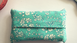 Fabric tissue holder tutorial {a Mother's Day gift}
